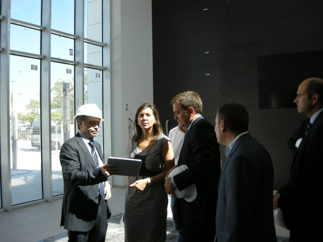 Visita de Mercedes Alonso a las obras de IMED Elche