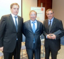 El Conseller de Sanidad junto a Ángel Gómez y el Dr. Hector Mirasol